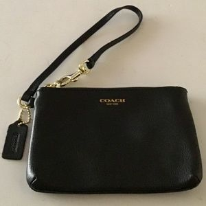 COACH BLACK CROSS GRAIN WRISTLET